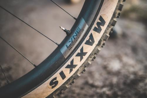LYNE COMPONENTS carbon wheelset